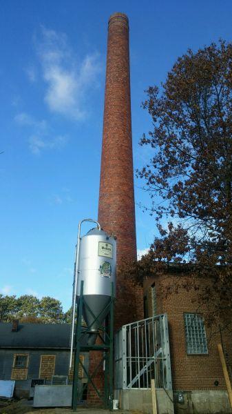 Grain silo and smoke stack